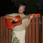 Na kytaru brnkám rád.